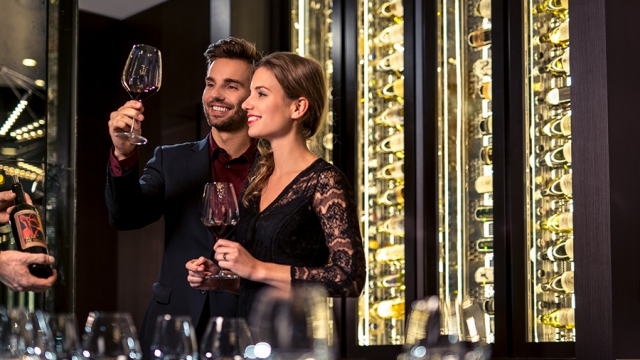 De sommelier in de vine room