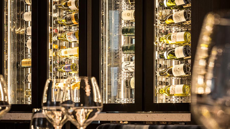 BOWERY Restaurant Vine room wijnkasten